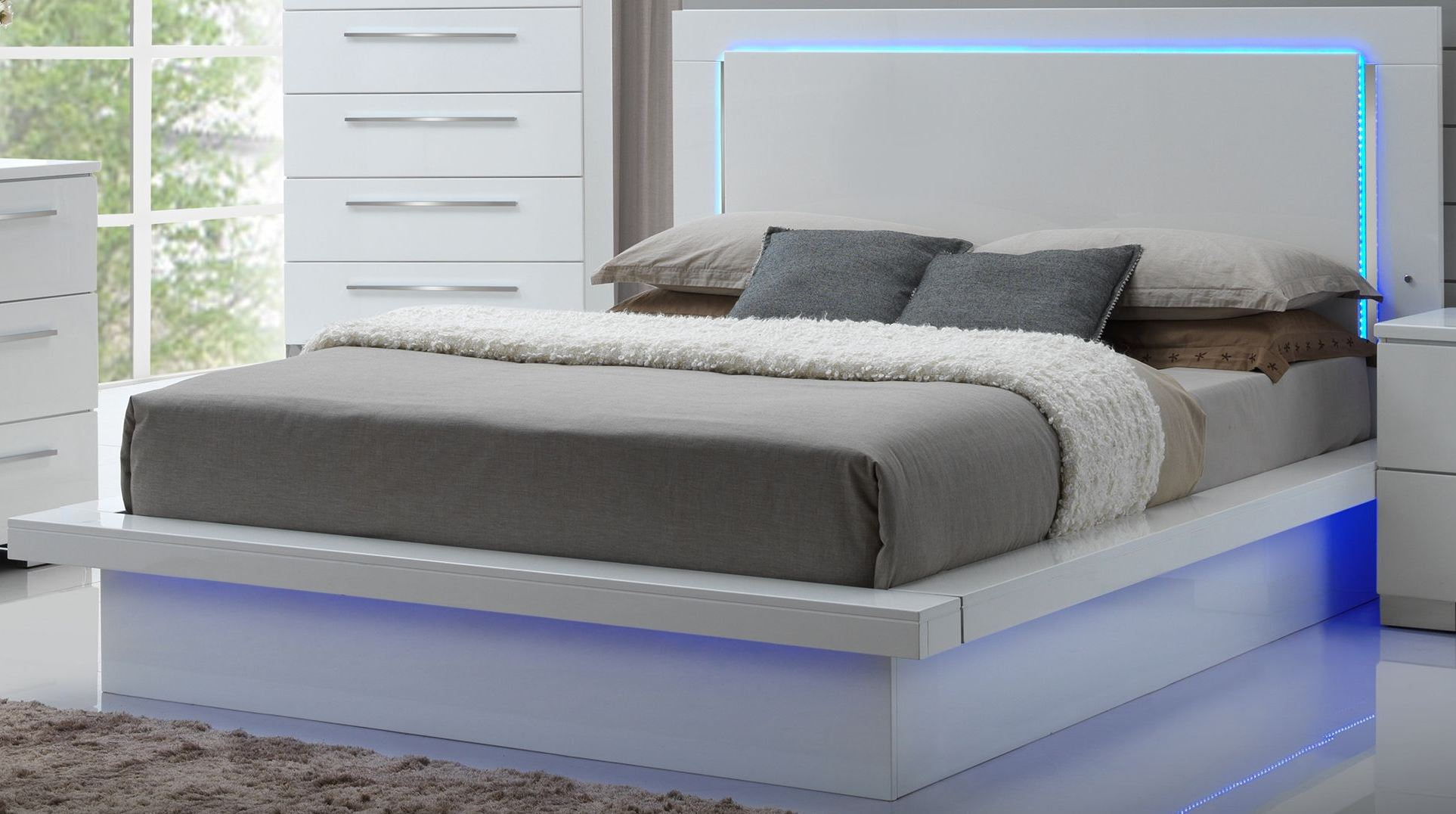 Sapphire High Gloss White Laminate Queen Platform Bed 1stopbedrooms