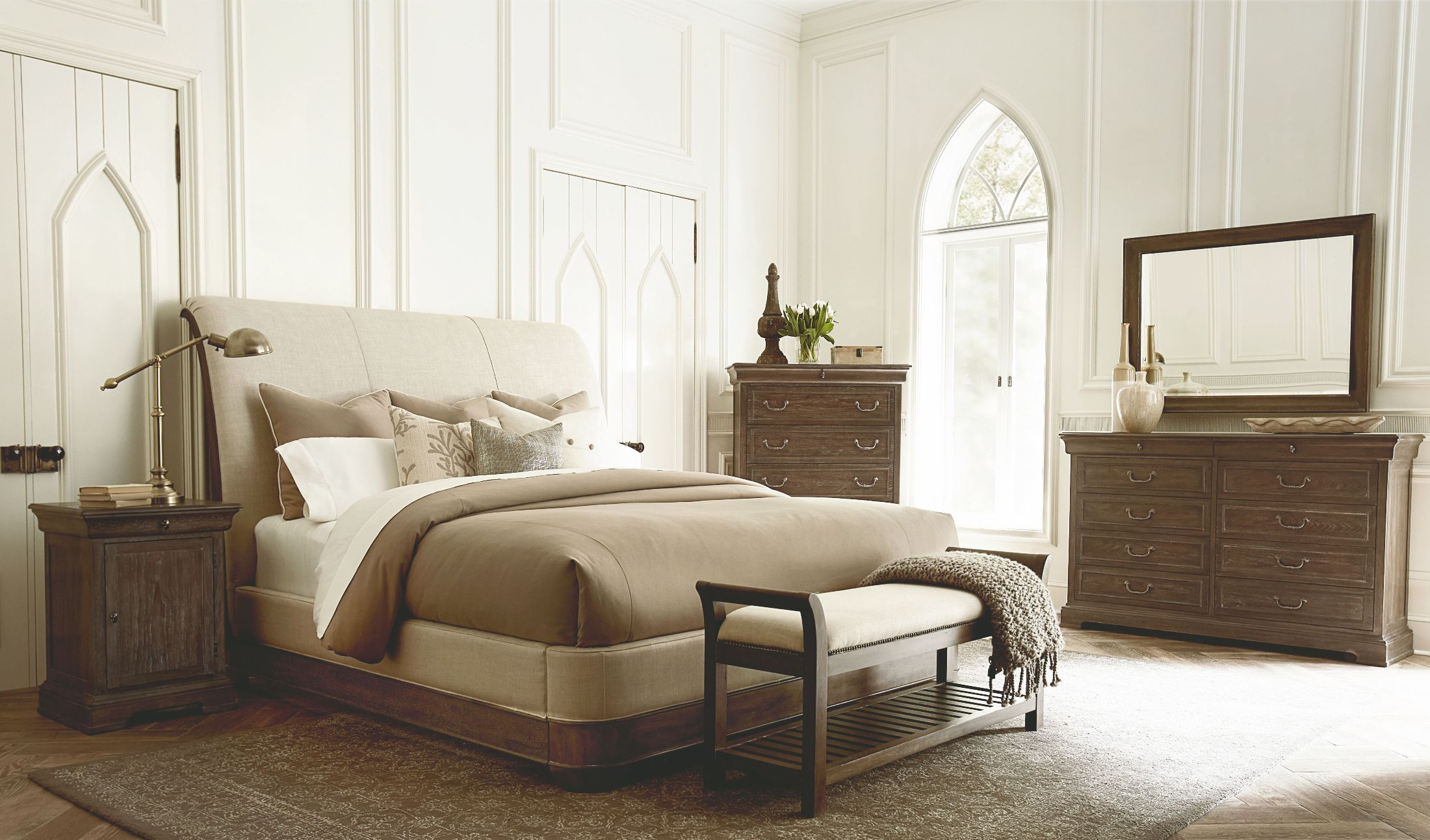 Terrific St Germain Distressed Foxtail Upholstered Platform Sleigh Bedroom Set Home Interior And Landscaping Ferensignezvosmurscom