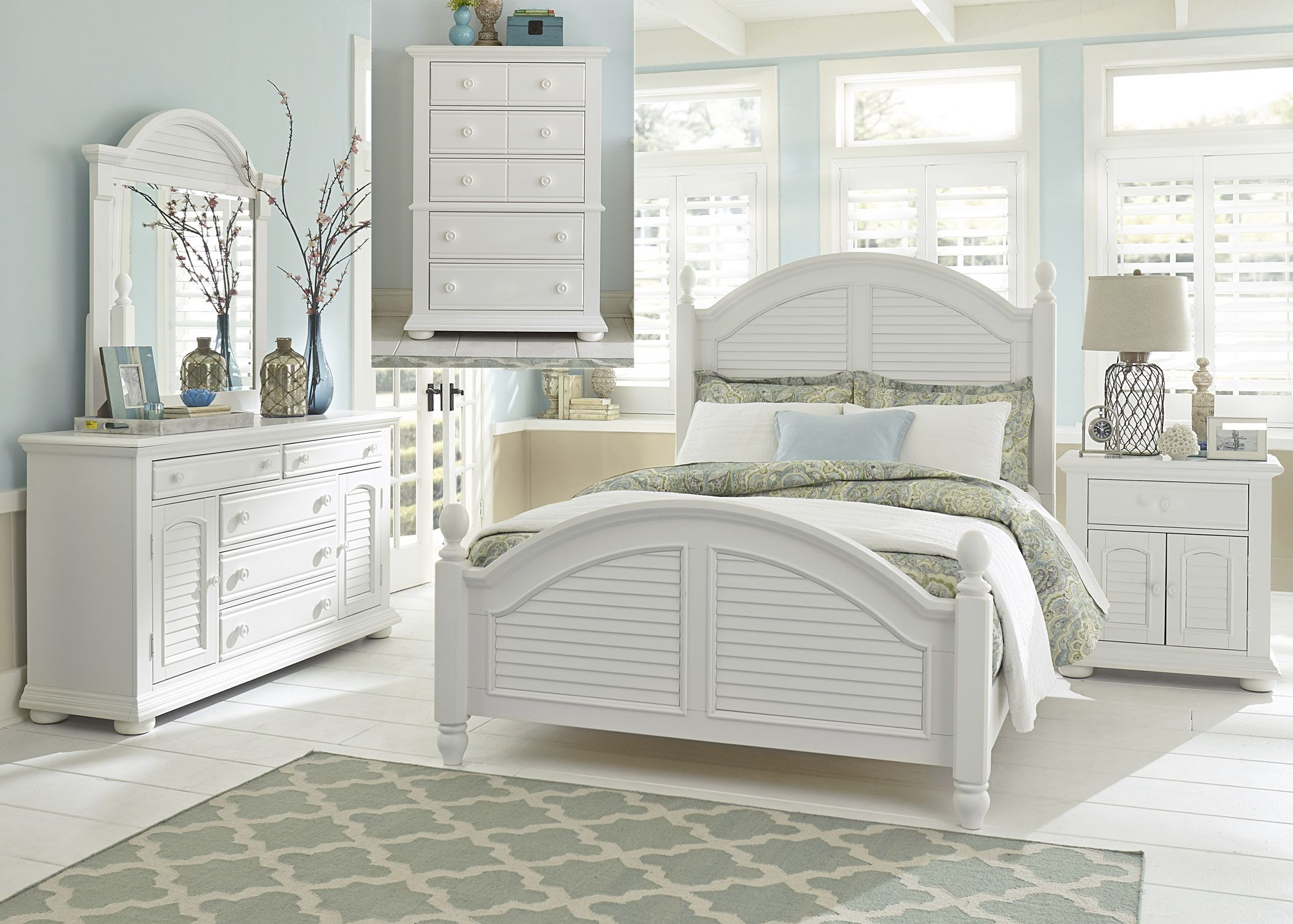 Summer House Oyster White Queen Poster Bedroom SetMedia Image
