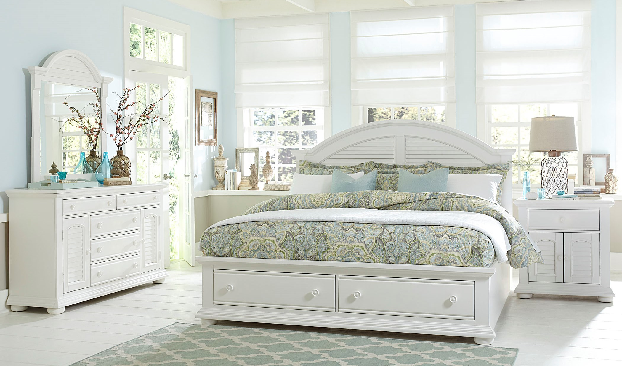 Summer House Oyster White Panel Storage Bedroom SetMedia Image