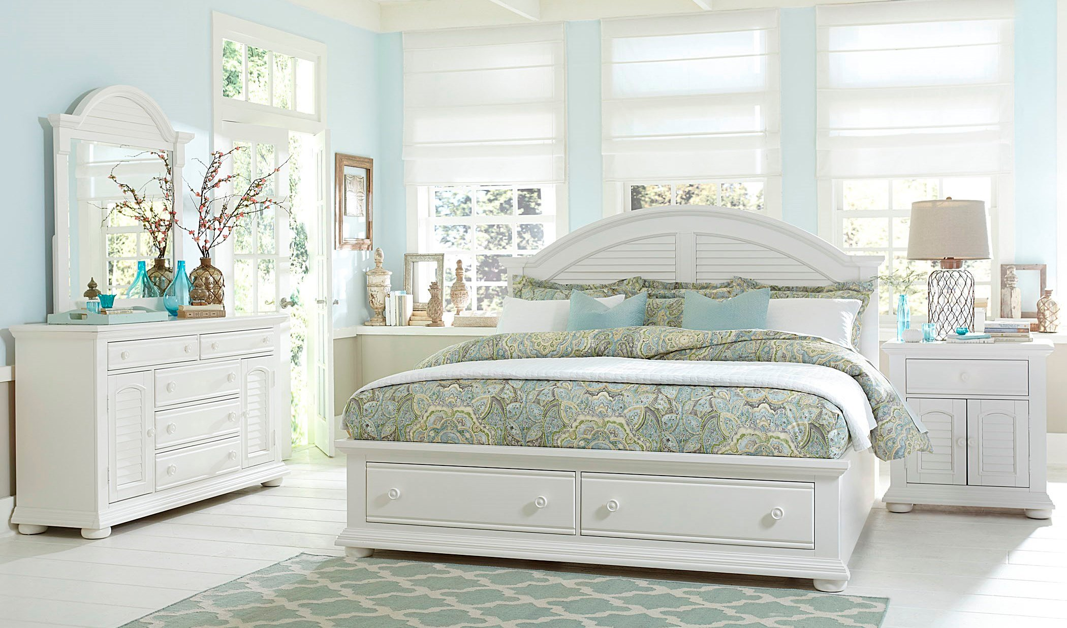 Summer House Oyster White Panel Storage Bedroom SetMedia Image