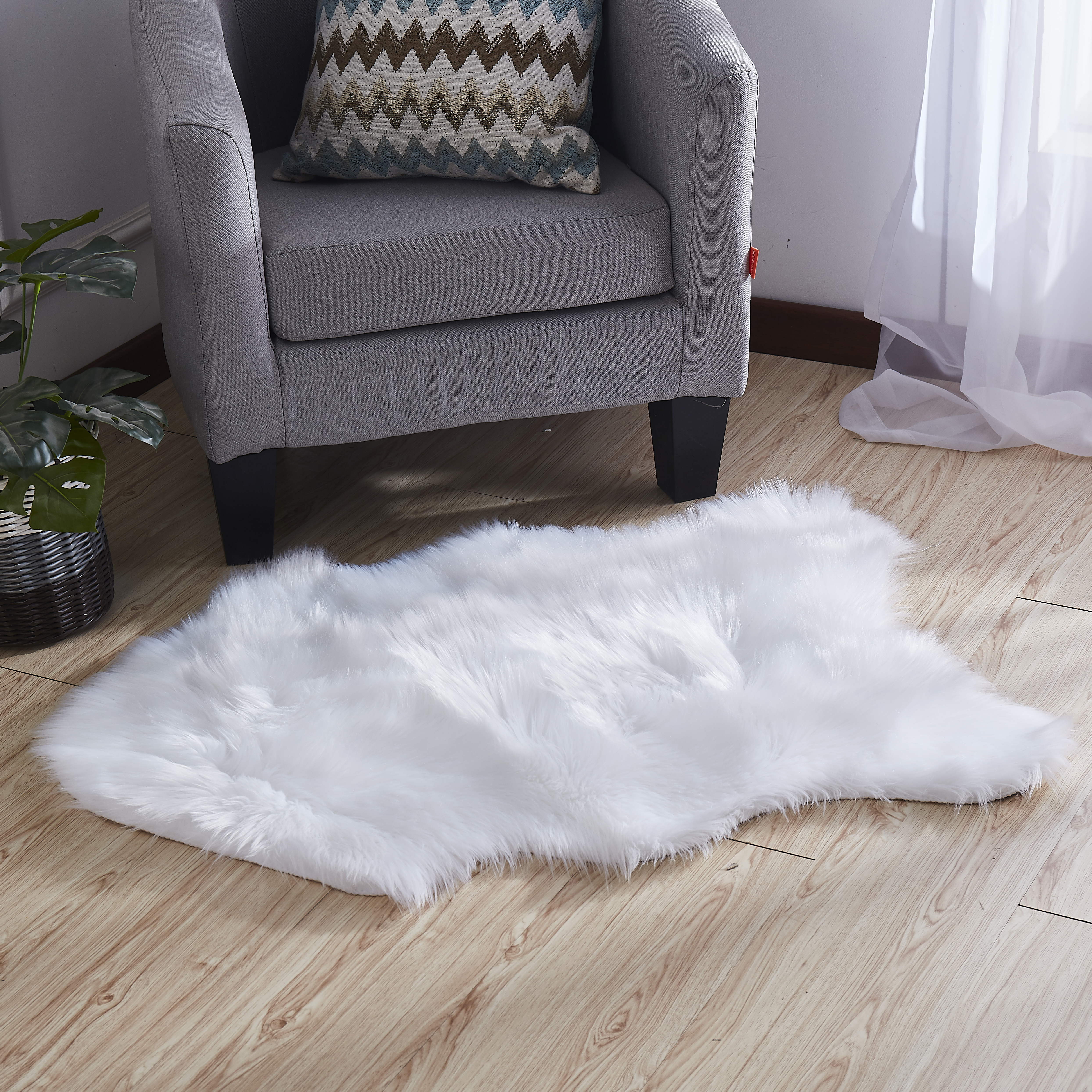 Luxury Decorative Faux Fur Rug In White