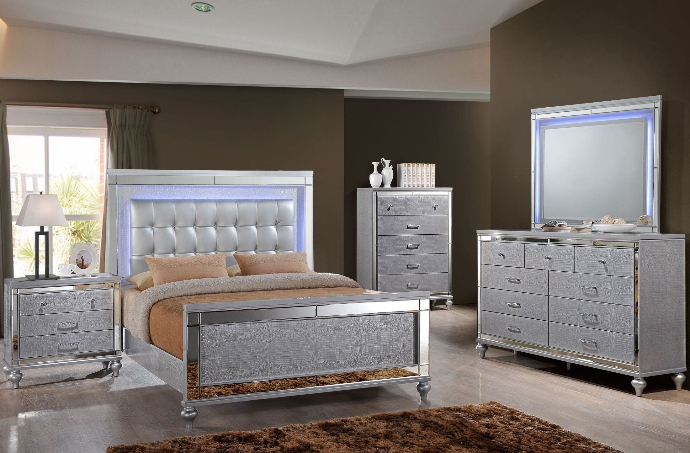 valentino silver upholstered panel bedroom set