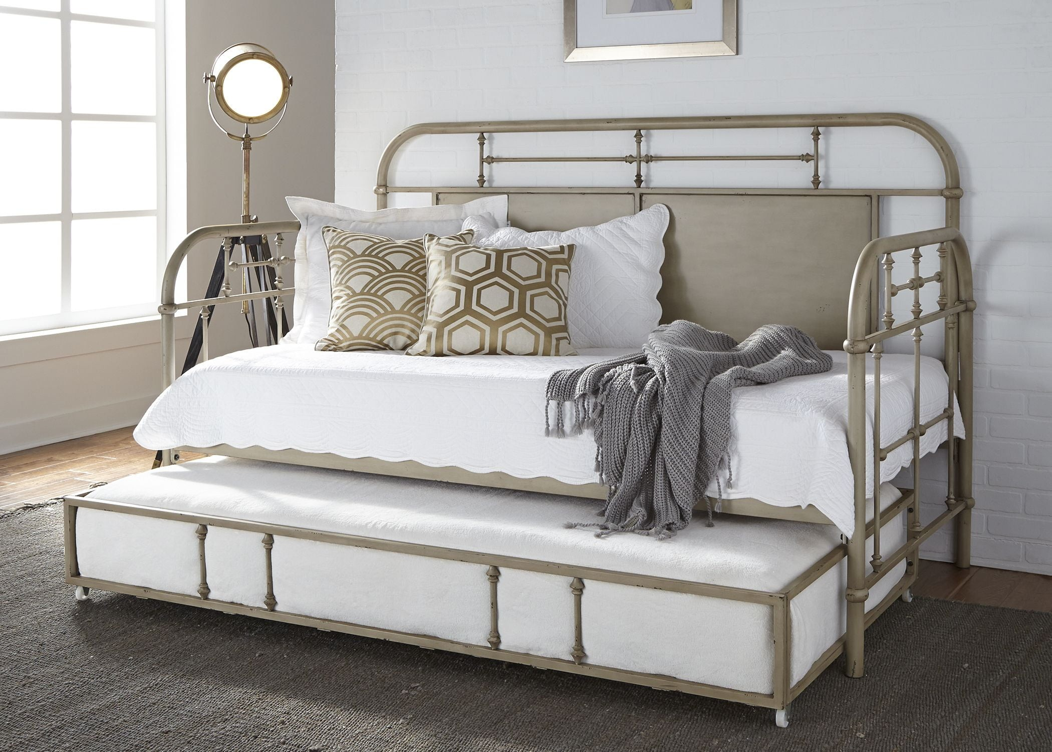 Picture of: Vintage Distressed Vintage White Twin Metal Daybed With Trundle 1stopbedrooms