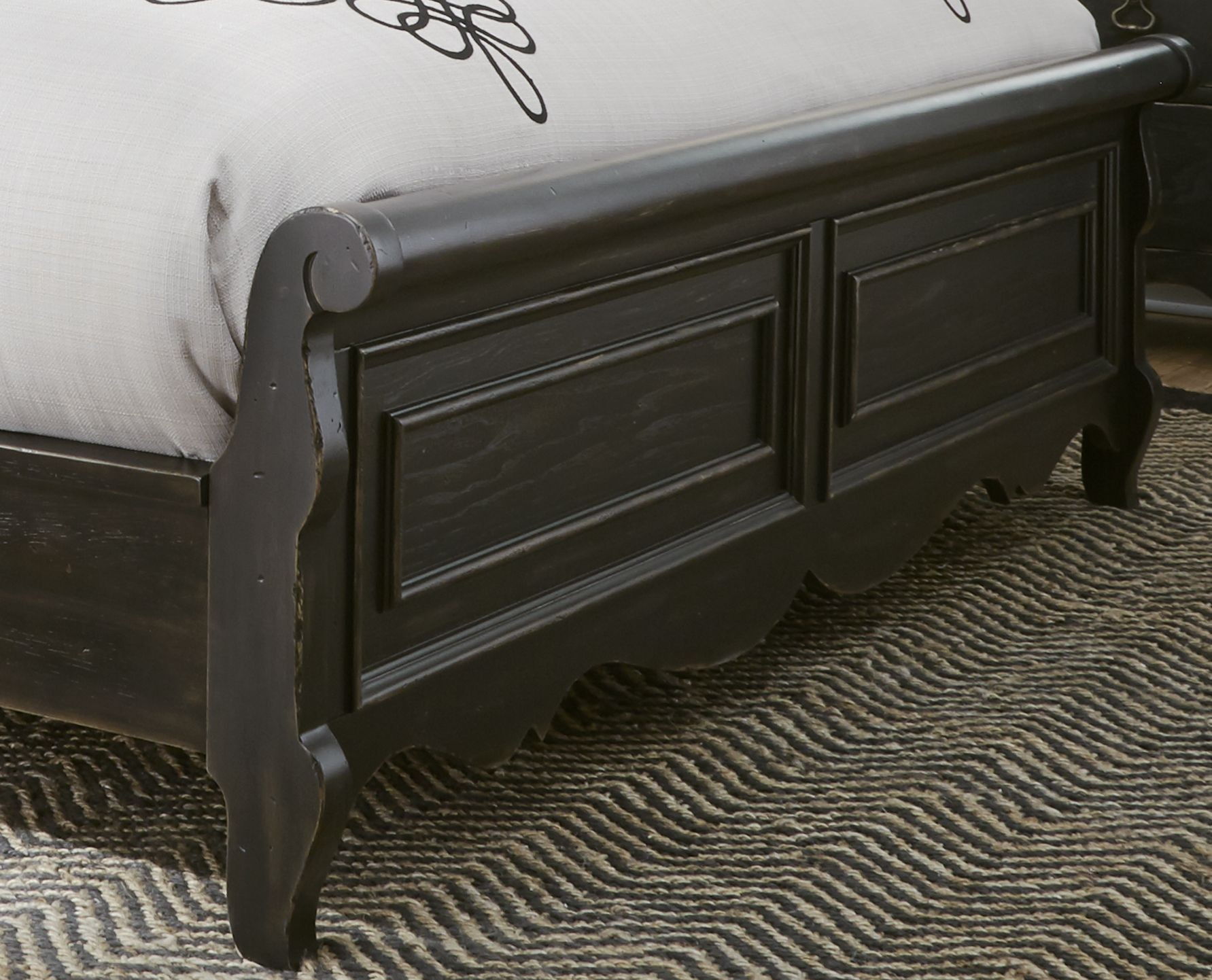 Liberty chesapeake antique black sleigh bedroom set chesapeake collection 8 reviews for Antique black bedroom furniture