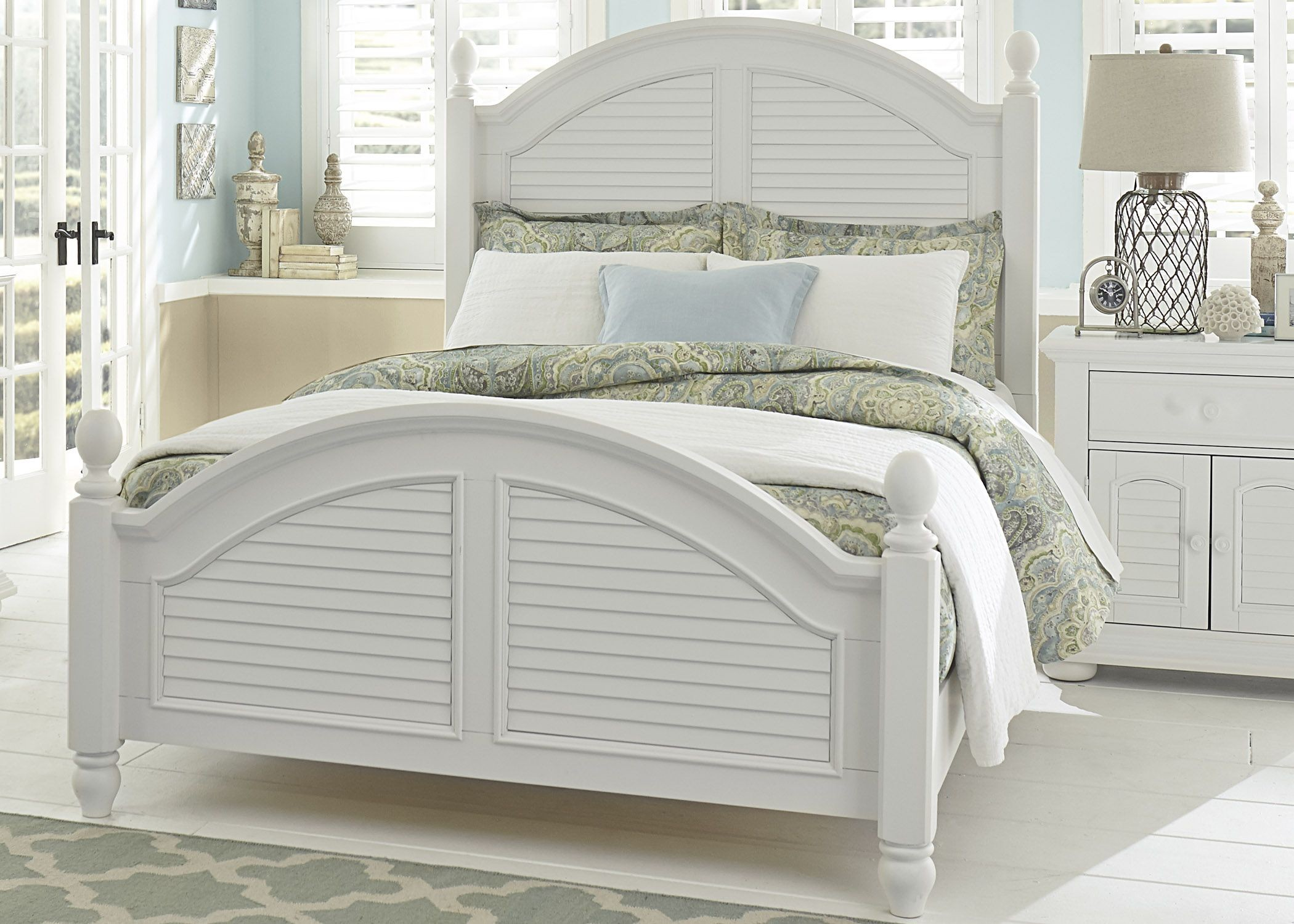 Summer House Oyster White Queen Poster Bedroom Set Media Gallery 1