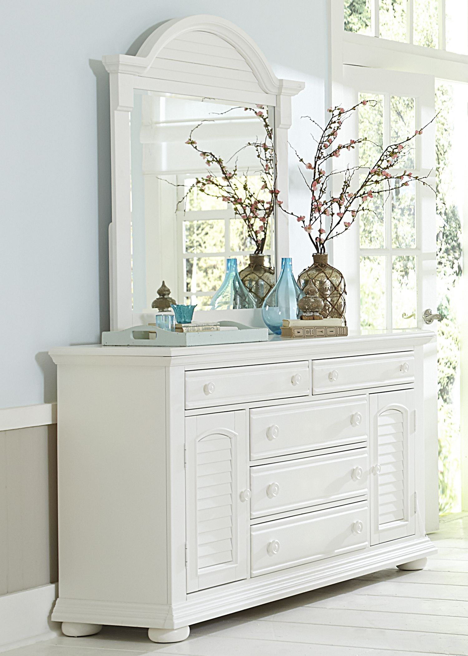 Summer House Oyster White Panel Storage Bedroom Set Media Gallery 4