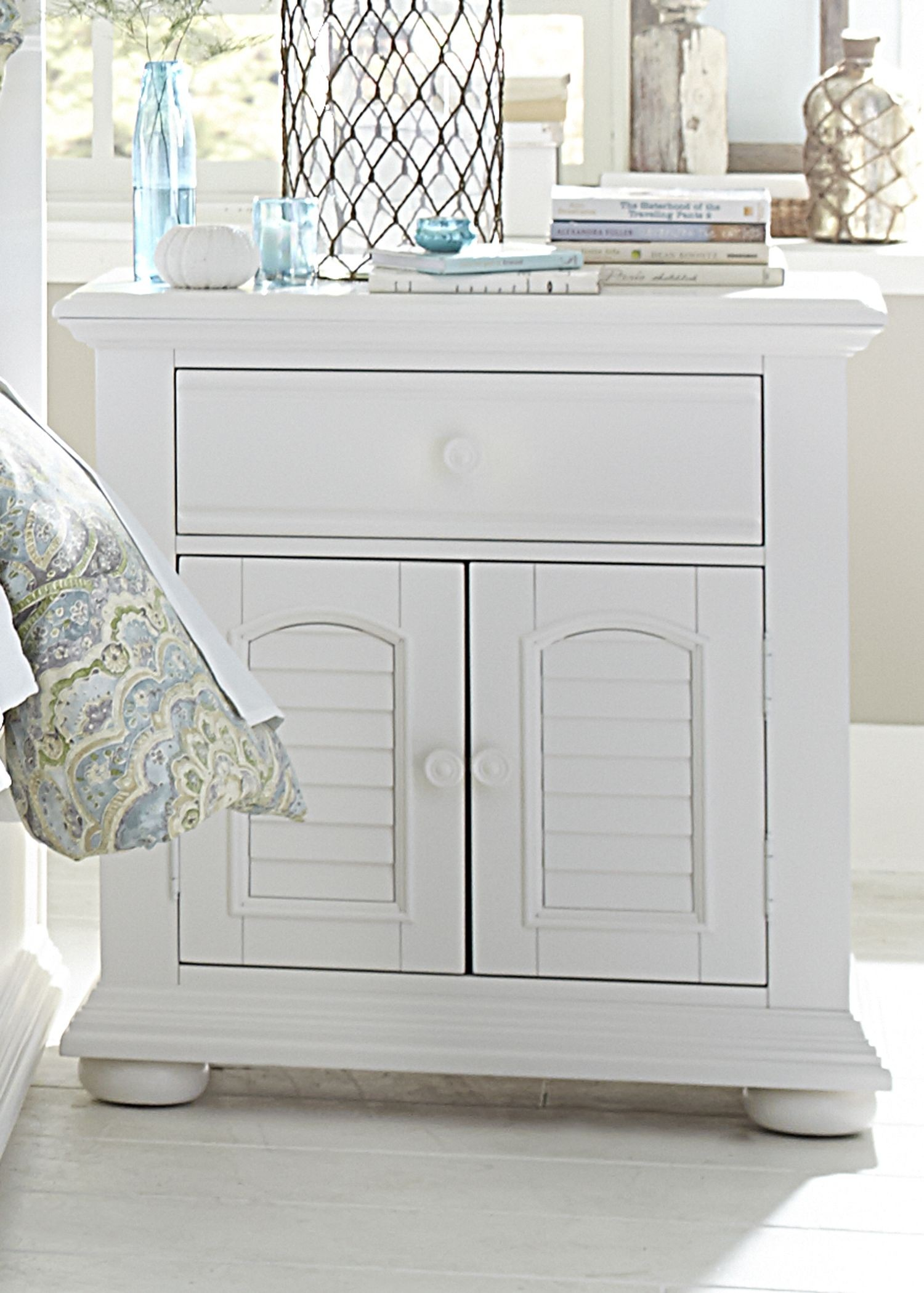 Summer House Oyster White Panel Storage Bedroom Set Media Gallery 3