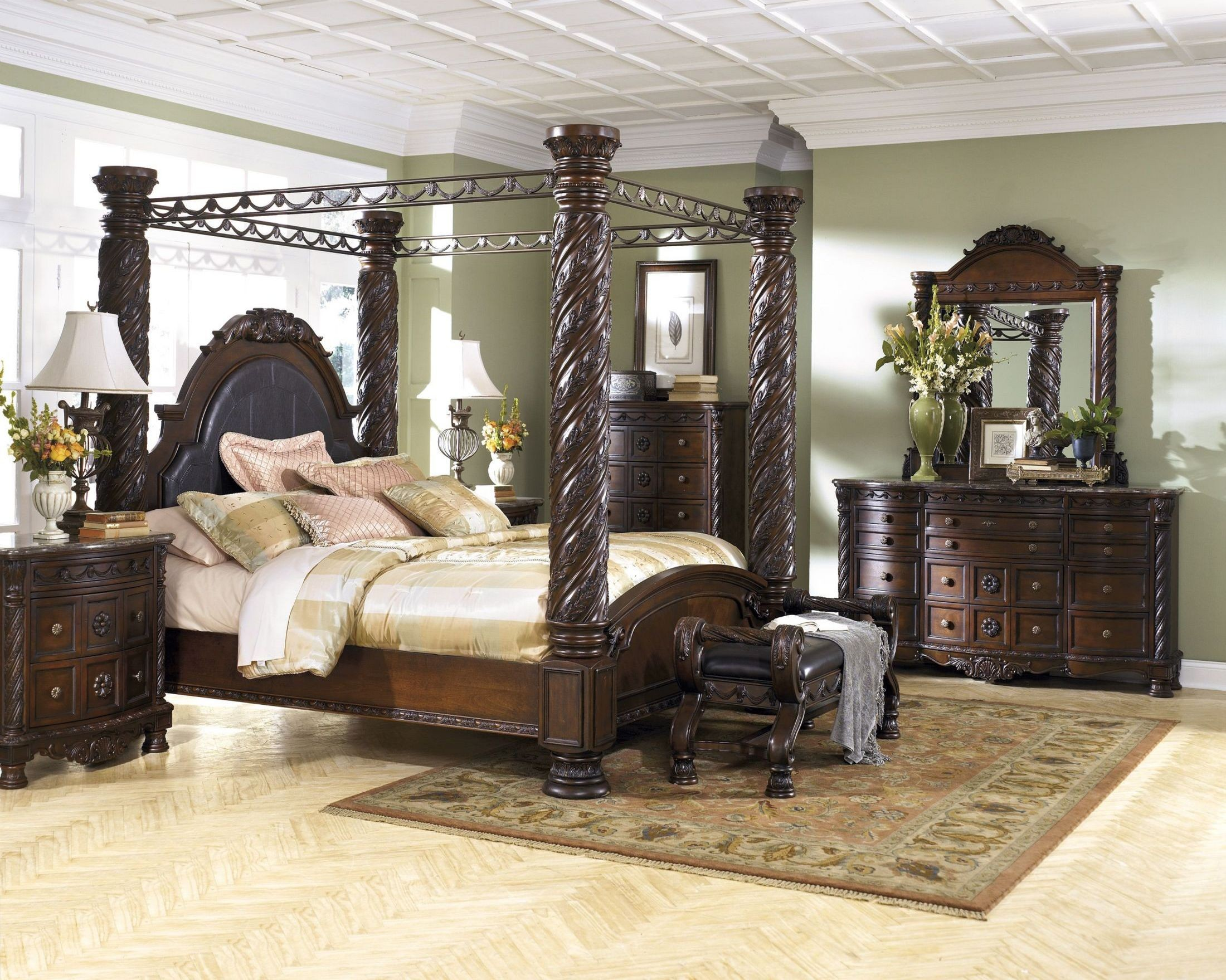 North Shore Poster Canopy Bedroom Set Media Gallery 1