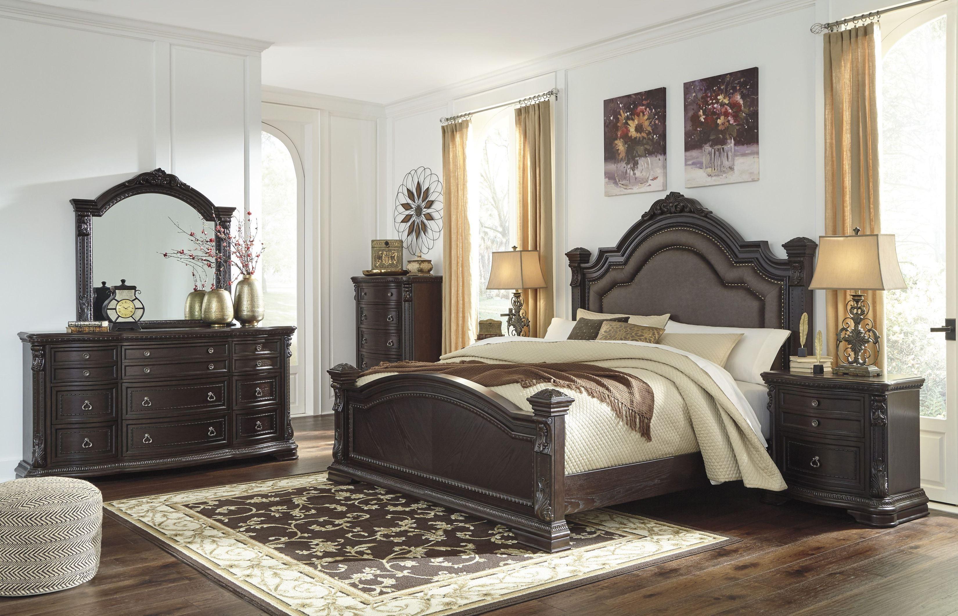Wellsbrook Dark Brown Poster Bedroom Set