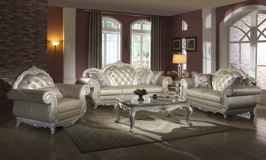 Meridian 652 2-Piece Living Room Set in Pearl White